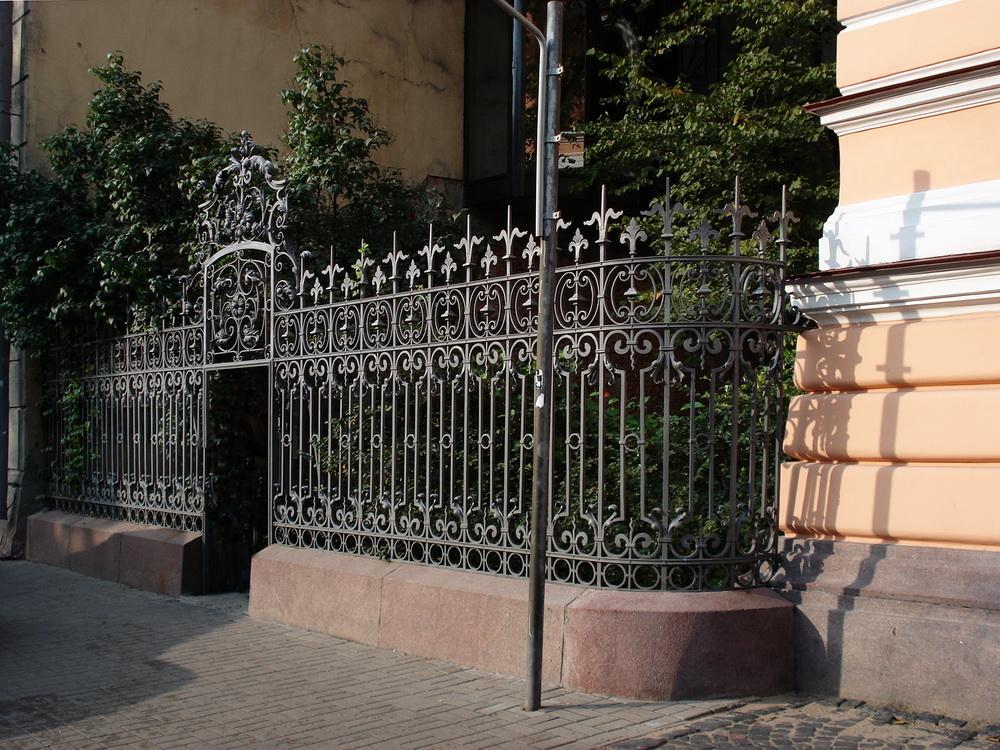 Фурштадская, 58, Ограда сада.