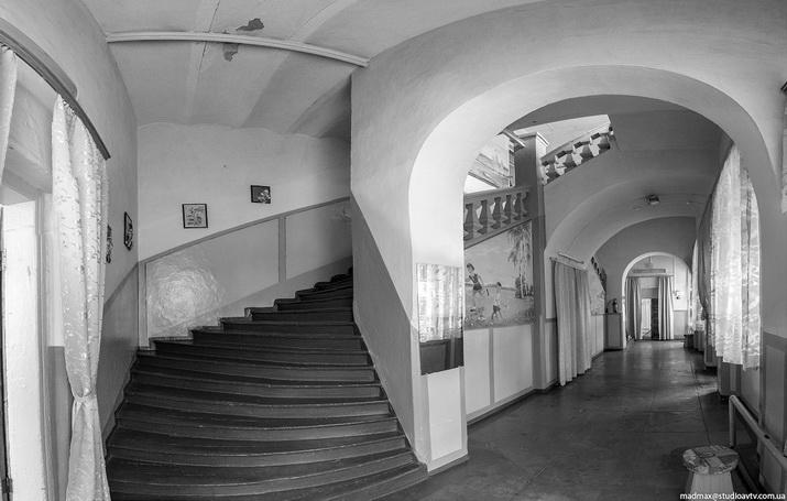 Интерьеры дворца в Дашеве. Фото MadMax