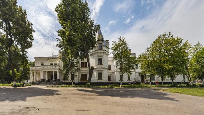 Андрушевка, главный фасад.