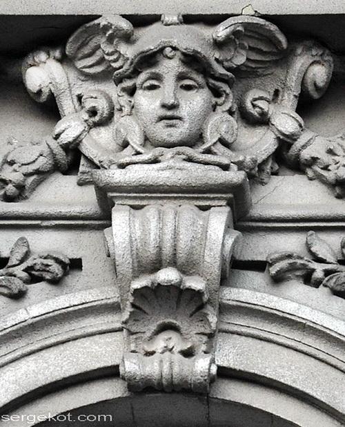 Бессарабско-Таврический банк. Детали фасада. Маскарон.