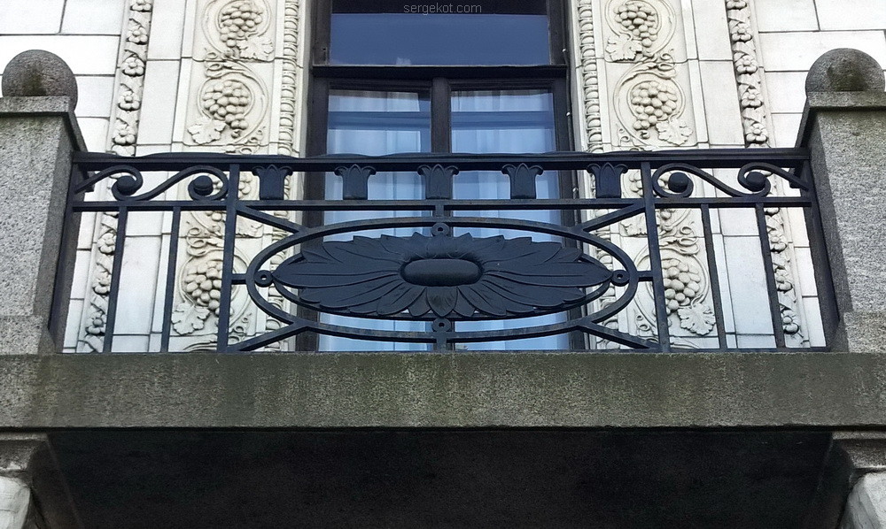 Дворец Михаила Александровича. Фасад. Балкон. Решетка
