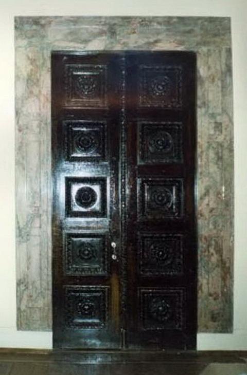 Дворец вел. кн. Кирилла Владимировича. Главный дом. 2 этаж. Дверь в северной стене б. зала.