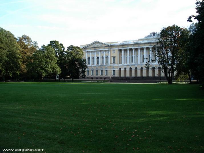 Михайловский дворец. Парковый фасад.