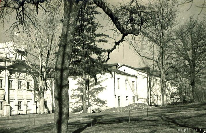Ободовка.1992. Задний )Парковый) фасад целиком.