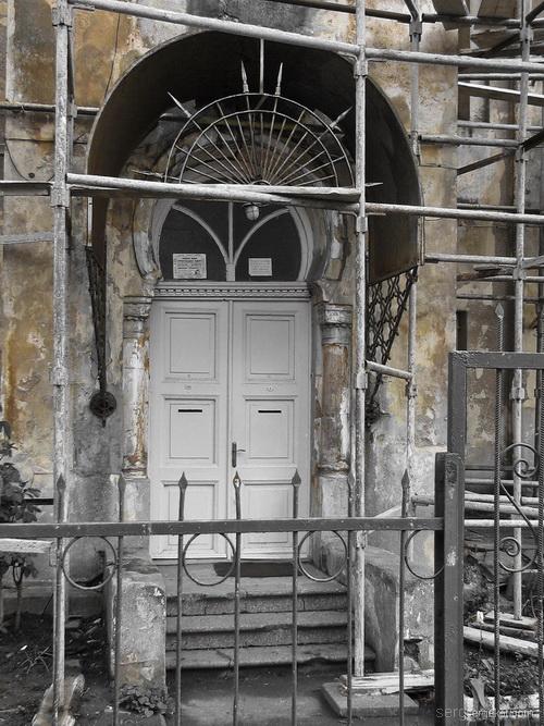 Одесса, Французский бульвар, дача Макареско-Рашевского. Дверь со стороны Французского бушльвара.-.