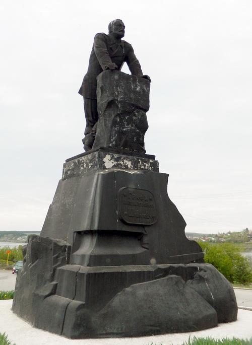 Памятник_Павлу_Петровичу_Шувалову_(Лысьва)-
