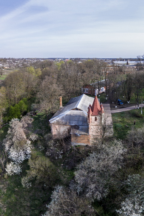 Сутиски. Имение Гейденов. Оставшаяся часть дворца, вид свкрху.