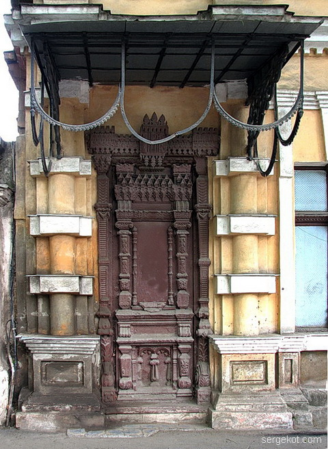 Французский бульвар 5. Дверь в особняк Михайлова