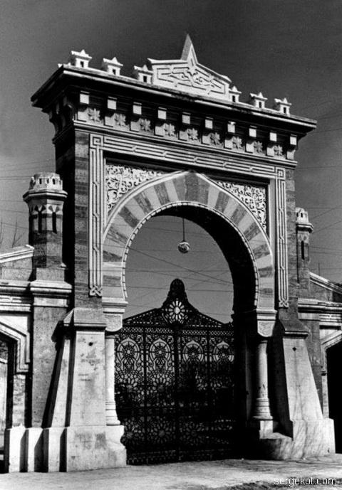 арка в Отраду, времена оккупации