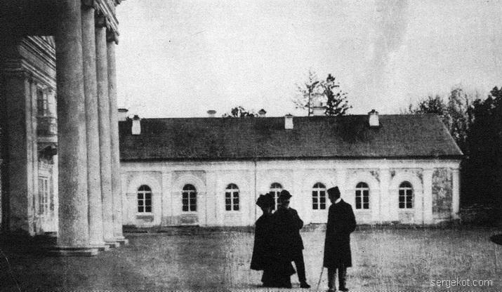 Антополь. внутри двора