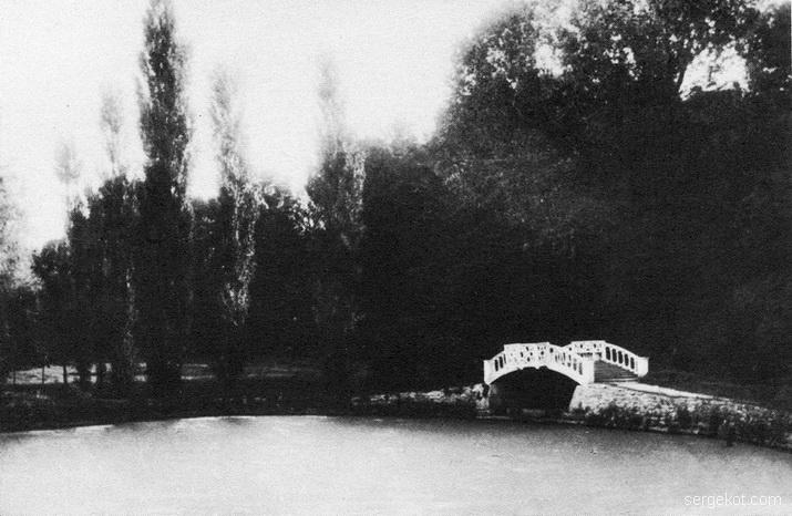 Антополь. Мостик на пруду в парке