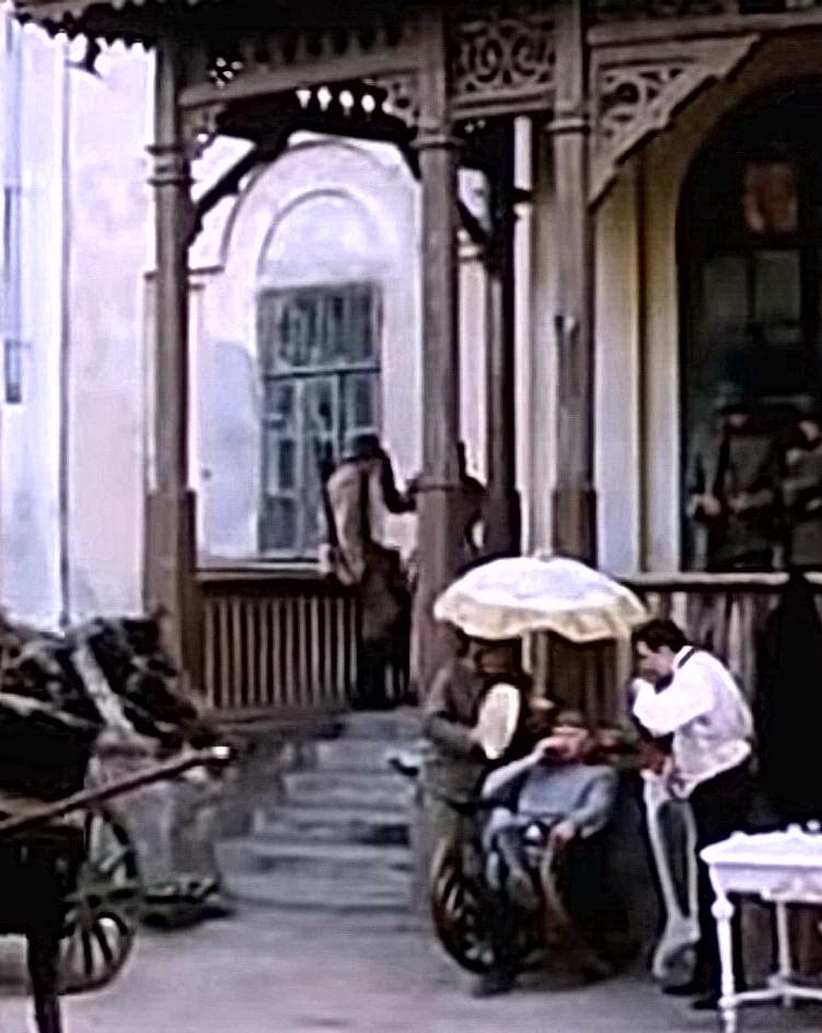 Васильевка, главное крыльцо.