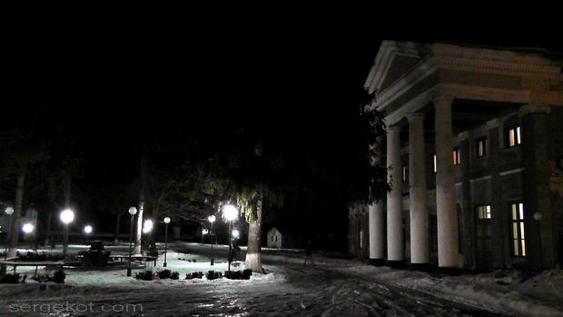 Le palais pendant la nuit, l'hiver 2013