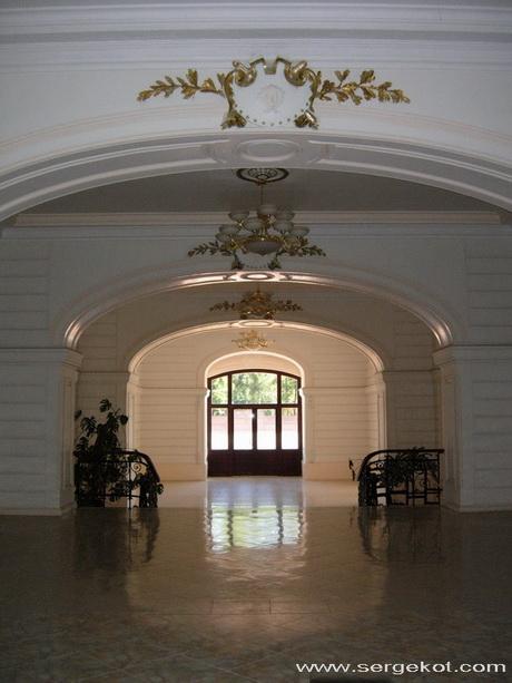 Кадетский корпус, вестибюль.