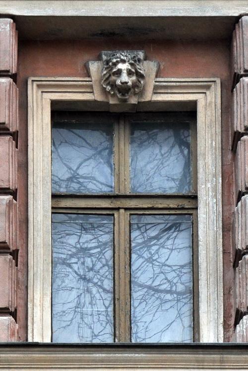 Нежинская 30, дом Щербакова. окно на фасад.