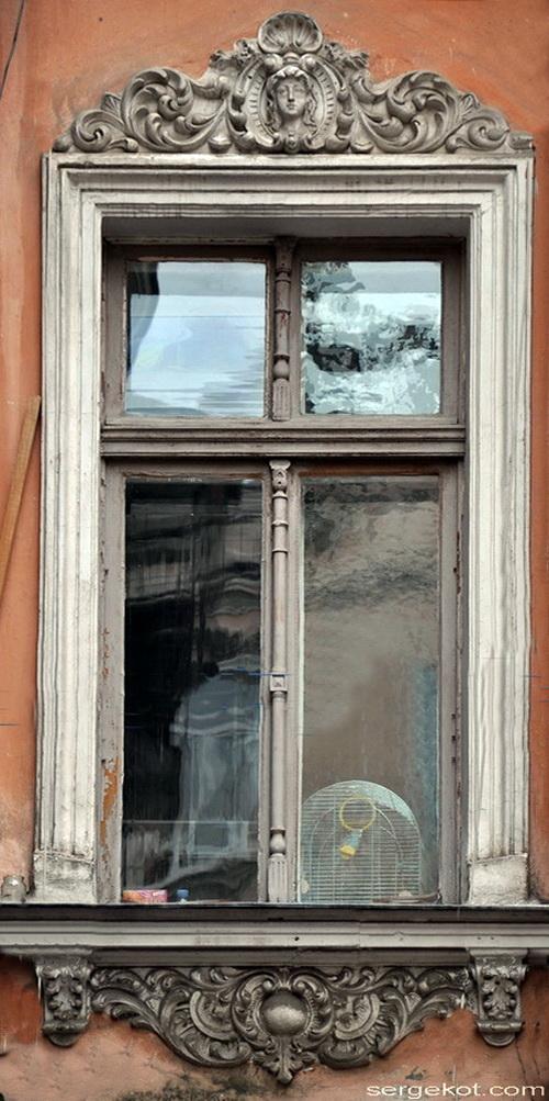 Нежинская 30. Окно дворового флигеля.