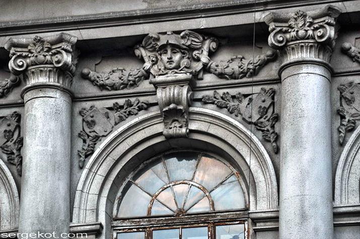 Бессарабско-Таврический банк. Детали фасада. Над окном