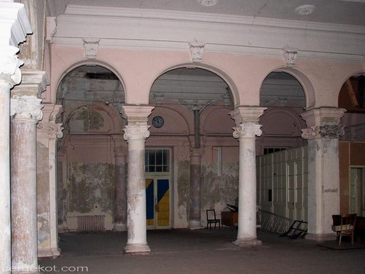 Херсонская 25. Главный зал.