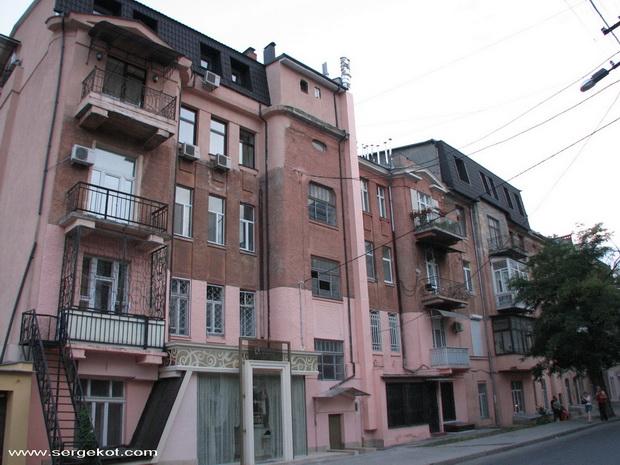 Французский бульвар дом 11а. Вид с Юнкерского переулка.