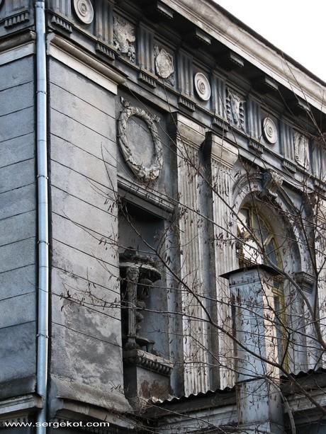 Валиховский переулок, 3. Детали