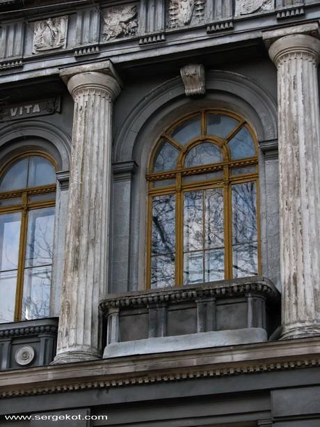 Валиховский переулок, 3. Окно.