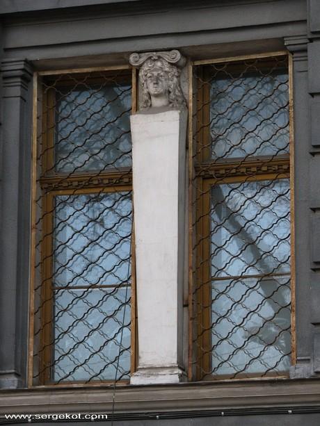 Валиховский переулок, 3. Окно. 2 этажа.