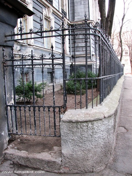 Валиховский переулок 3, калитка.