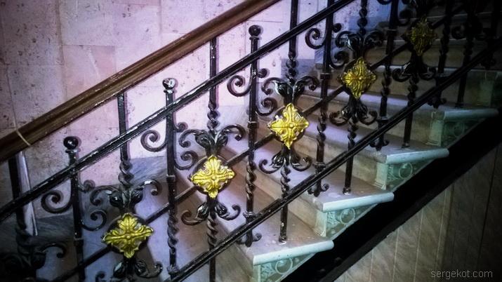 Французский бульвар, 10, лестница.