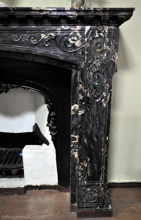 Одесса, Пушкинская 4, Второй этаж, боковой зал, черный камин.