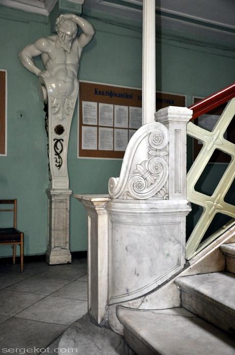 Одесса, Пушкинская 4, дом Маразли. Деталь парадной лестницы.