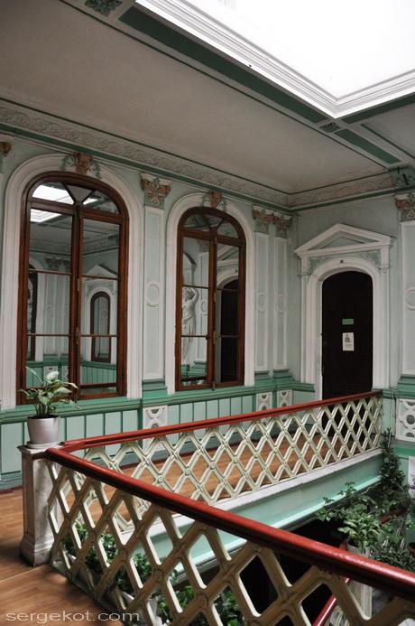 Одесса. Пушкинская 4, дом Маразли, Второй этаж, у лестницы.