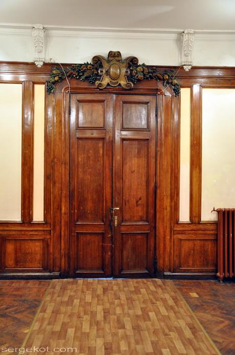Одесса, Пушкинская 4. Второй этаж, большой зал.