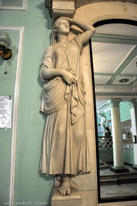 Одесса, Пушкинская 4, дом Маразли. Камин в вестибюле.