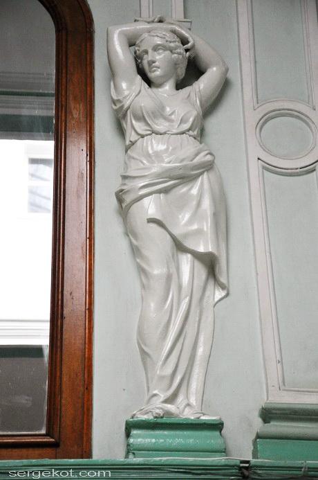 Одесса. Пушкинская 4, дом Маразли, над лестницей.