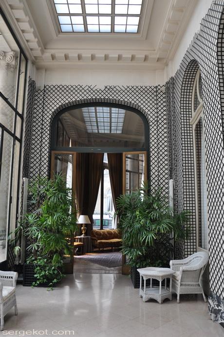 Paris. 25 Avenue Friedland. L'hôtel Potocki. Jardin d'hiver