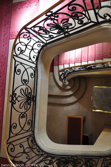 Париж. Авеню Фридлянд. Дом Потоцкого. Внутренняя лестница.
