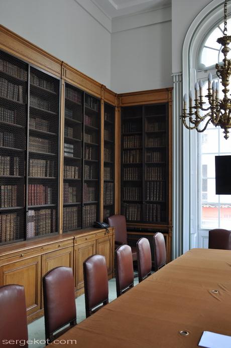 Paris. 25 Avenue Friedland. L'hôtel Potocki, bibliothèque.
