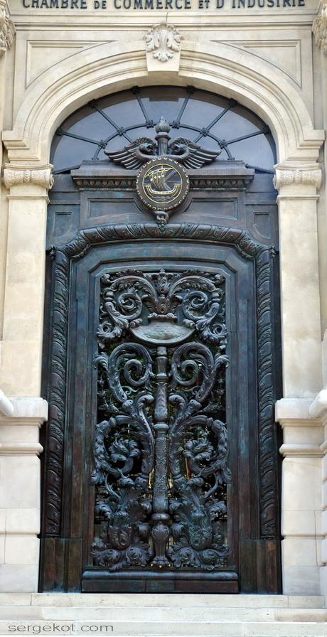 Paris. 25 Avenue Friedland. L'hôtel Potocki, l'entrée principale.
