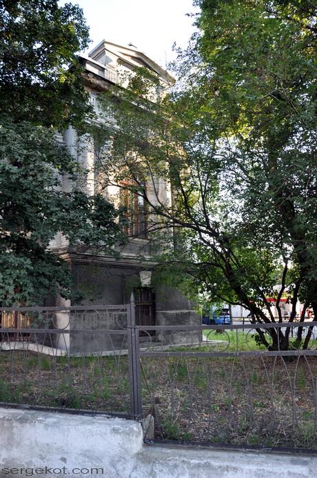 Херсонская (Пастера) 2. Угол со Старопортофранковской.