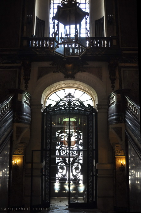 Paris. 25 Avenue Friedland. L'hôtel Potocki. L'escalier principal.