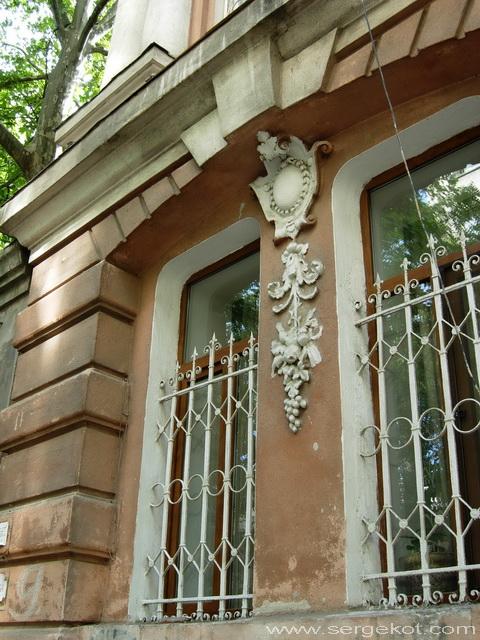 Институтская, 9. Детали фасада.