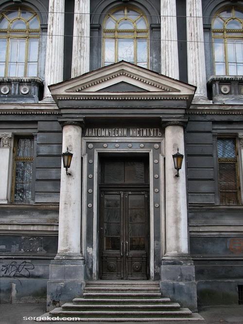 Валиховский переулок, 3. Главный вход.