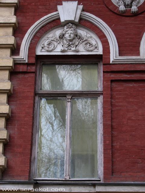 Институтская, 7. Окно.