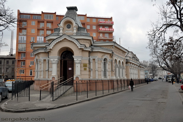 Одесса, Книжный переулок. Библиотека Маразли. Главный фасад.