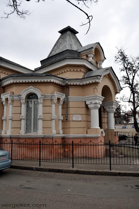 Одесса, Книжный переулок. Библиотека Маразли. Главный вход. Вид сбоку.