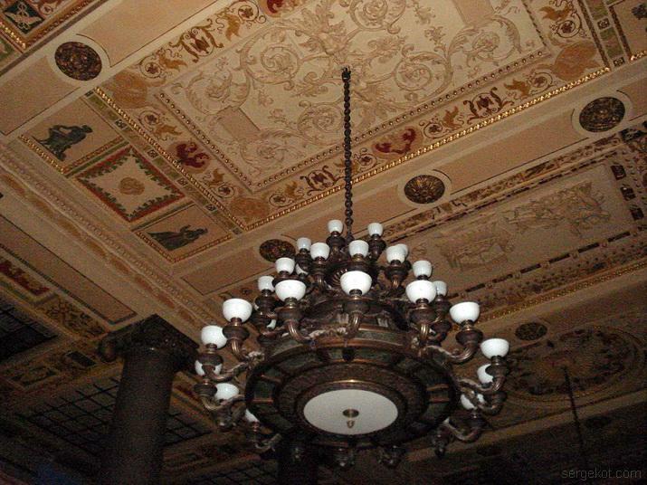 Банк, потолок,