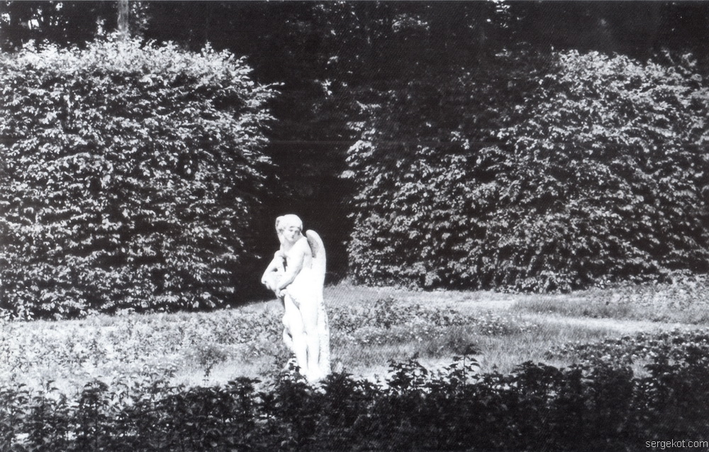 Немиров. Ангел с ягненком в парке, 1960.