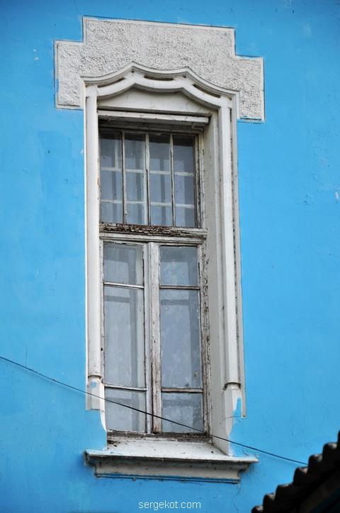 Окно второго этажа
