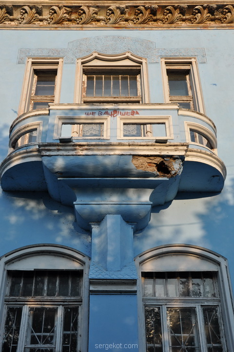 Балкон и контрфорс