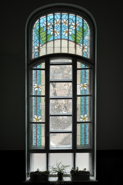 Витражное окно лестницы